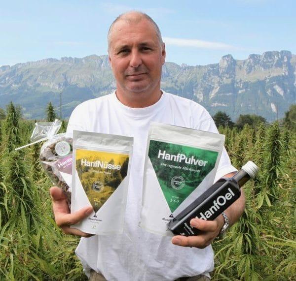 AlpenPionier Andreas Näscher mit den Hanf Lebensmittel